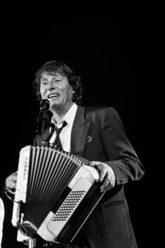 Er kanns auch am Akkordeon: Konzert im März 1992 in Zürich. (Bild: Keystone)