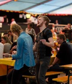 Beste Stimmung in einem Festzelt am Unteren Brühl. (Bild: Michel Canonica)