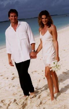 Supermodel Cindy Crawford 1998 mit ihrem Mann Rande Gerber auf den Bahamas. (Bild: Keystone)