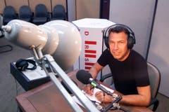 Zurfluh moderierte auch Radio. Der Moderator im IRG-Studio im Jahr 1999 in Luzern. (Bild: Archiv LZ)