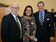 Politiker mit Ehefrau: Bruno und Maja Lüscher mit Roland Eberle. (Bild: Reto Martin)