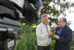 """Kurt Zurfluh drehte 2011 in Hertenstein eine neue Folge von """"Hopp de Bäse"""" mit Pfarrer Ernst Heller. (Bild: Corinne Glanzmann)"""