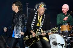 Sänger Mick Jagger (scharf), Gitarrist Keith Richards und Drummer Charlie Watts. (Bild: WALTER BIERI (EPA KEYSTONE))