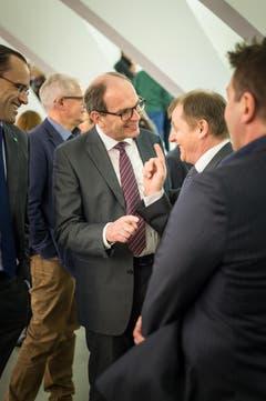 Erfreute Gesichter nach der Wahl: CVP-Mann Bruno Damann im Gespräch mit Kollegen. (Bild: Michel Canonica)