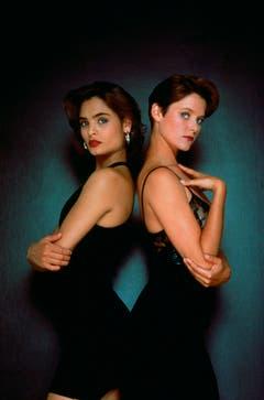 Doppelte Frauenpower in «Licence to Kill» (1989): Talisa Soto (l.) als Lupe Lamora und Carey Lowell als Pam Bouvier. (Bild: Keystone)
