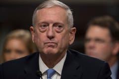 James Mattis (66): Verteidigungsminister. Der Ex-General hat jahrzehntelange Erfahrungen auf dem Schlachtfeld. Er war unter anderem in Afghanistan und im Irak im Einsatz. In der Truppe wird der Marineinfanterist als «verrückter Hund» bezeichnet – was durchaus als Kompliment gemeint ist. Auch Mattis warnt vor dem russischen Präsidenten Wladimir Putin. (Bild: Keystone)
