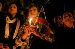 Menschen in Quito (Ecuador) trauern um Hugo Chávez. (Bild: Keystone)