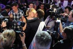 Der Kuss: der frischgebackene Mister Schweiz Luca Ruch mit Freundin Daniela. (Bild: Nana do Carmo)