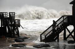 Imposantes, aber gefährliches Schauspiel: Wellengang am Meer. (Bild: Keystone)