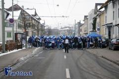 Der umstrittene Fanmarsch: Im Februar 2015 laufen ein als Jude und St.Gallen-Fan verkleideter Mann und die Luzern-Fans zur AFG Arena in St.Gallen. (Bild: fan-fotos.ch)