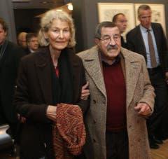 Günter Grass mit seiner Frau Ute Grunert bei einem Anlass 2012 in Lübeck. (Bild: Keystone)