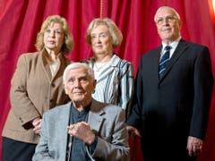 Blacky mit seiner Familie im Jahr 2012 - links seine Frau Gundel, rechts Bruder Otmar und dessen Gattin. (Bild: Keystone)