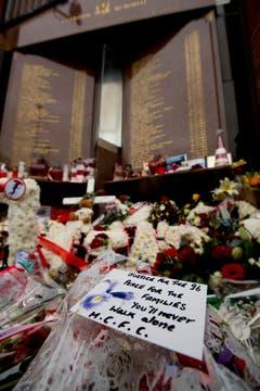 """""""You'll Never Walk Alone"""": Die Liverpool-Hymne passt auch, um der Opfer der Stadiontragödie zu gedenken. (Bild: Keystone)"""