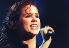 Gunvor Guggisberg schafft es 1998 mit ihrem Song «Lass ihn» immerhin ins ESC-Finale, scheidet aber ebenfalls mit 0 Punkten aus. (Bild: Michele Liminia / Keystone)