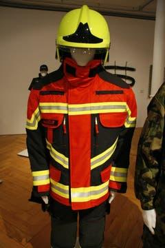 Feuerwehranzug, Meta-Aramid, Para-Aramid (Kevlar), Polytetrafluorethylen (Goretex), gewebt. (Quelle: Textilmuseum) (Bild: Johannes Wey)