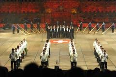 Streng symmetrisch ist die Anordnung der Teilnehmenden bei diesem Programmpunkt. (Bild: Hanspeter Schiess)