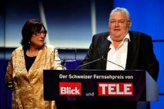 Mathias Gnädinger mit Ehefrau Ursula. 2012 bekam er den Lifetime Award am Galaabend des Schweizer Fernsehpreises im Rahmen des Rose d'Or Festivals. (Bild: Keystone)