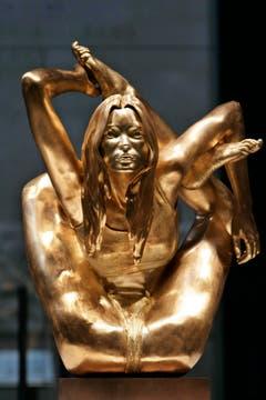 50 Kilogramm pures Gold: Künstler Marc Quinn zeigte 2008 diese Statue von Kate Moss in einer Yogapose. (Bild: Keystone)