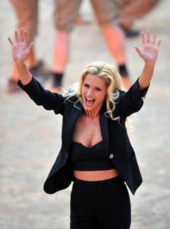 """Auch in einer spanischen Arena moderierte Michelle Hunziker """"Wetten, dass...?"""" gemeinsam mit Thomas Gottschalk. (Bild: Keystone)"""