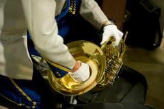 Viel Sorgfalt verwenden die Musiker für ihre Instrumente. (Bild: Michel Canonica)