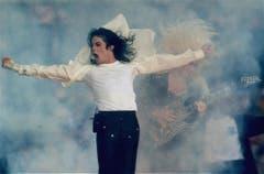 Platz 10: Michael Jackson. Der King of Pop war 1993 der erste Künstler, der die ganze Halbzeit-Show alleine bestreiten durfte. Die Zuschauerquoten schnellten in die Höhe. (Bild: RUSTY KENNEDY (AP))
