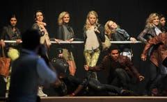 Die Finalistinnen zeigen sich auf der Bühne. (Bild: Reto Martin)