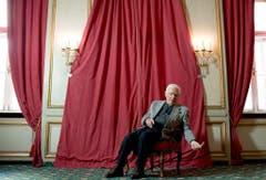 Im Januar 2012 posiert Joachim Fuchsberger für eine Fotoserie - Anlass: Die Vorstellung eines Films über sein Leben. (Bild: Keystone)
