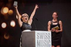 Der Jubel der Siegerin: Beatrice Egli wird bei den Swiss Music Awards 2017 als Best Female Solo Act ausgezeichnet. (Bild: Keystone)