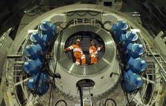 Die Bohrköpfe der Tunnelfräsen haben einen Durchmesser von neun Metern. (Bild: Keystone)