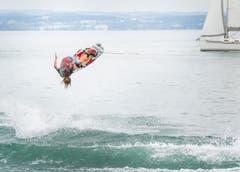 """Wakeboard-Spektakel """"Roughriderscup"""" in Romanshorn. Nachwuchstalent Jamie ist mit 13 Jahren schon sehr gut unterwegs. (Bild: Andrea Stalder)"""