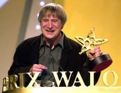 Mehrere Auszeichnungen gewann Dimitri für sein Schaffen, hier den Ehren-Prix-Walo für sein Lebenswerk 2001. (Bild: WALTER BIERI (KEYSTONE))