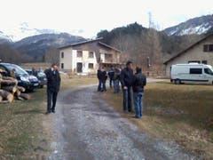 Aufregung pur im ansonsten beschaulichen französischen Dorf Le Vernet, nachdem die Germanwings-Maschine in der Nähe abgestürzt ist. (Bild: Keystone)