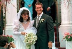 Hochzeit in weiss: Am 25. April 1986 haben Arnold Schwarzenegger und Maria Shriver geheiratet. (Bild: Keystone)