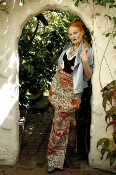 31. März 2011: Vivienne Westwood posiert in einem in Los Angeles für die Presse. (Bild: Keystone)