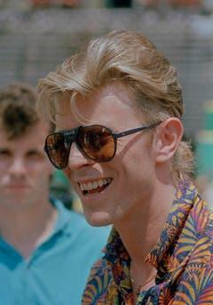 In den 1980er-Jahren war David Bowie einer der Wegbereiter der neuen Popmusik - und feierte damit grosse Chartserfolge (Aufnahme von 1987). (Bild: Keystone)