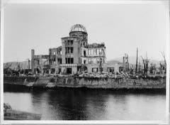 """Dieses Gebäude steht noch heute so in Hiroshima. Nur 160 Meter entfernt war das Zentrum der Explosion. Das Gebäude wurde in """"Atombomben-Dom"""" umbenannt und ist heute ein Mahnmal. (Bild: Keystone)"""