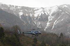 Ein Rettungshelikopter hebt in Seyne-les-Alpes ab, um zur Absturzstelle zu fliegen. (Bild: Keystone)