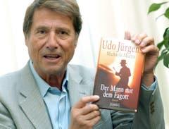 """Im September 2004 präsentiert Udo Jürgens sein Buch """"Der Mann mit dem Fagott"""" in Hamburg. (Bild: Keystone)"""