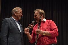 Kurt Zurfluh bei seinem letzten Auftritt als Moderator mit Carlo Brunner am Gedenkkonzert von Hans Muff am 9. April 2017. (Bild: Nadia Schärli)