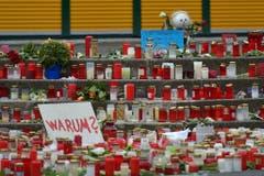 Viele Kerzen und eine Frage - jene nach dem Warum - beim Joseph-König-Gymnasium im deutschen Haltern. 16 Schülerinnen und Schüler des Gymnasiums sowie zwei Lehrkräfte kamen beim Germanwings-Crash ums Leben. (Bild: Keystone)