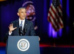 Am Ende der Rede ruft er dem Publikum zu: «Yes, we did, yes we can». (Bild: Kamil Krzaczynski / Keystone)