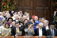 EU-Kommissionspräsident Jose Manuel Barroso (Zweiter von links) mit Ehefrau Maria (links), EU-Ratspräsident Herman van Rompuy (Zweiter von rechts) mit Gattin Geertrui. (Bild: Keystone)