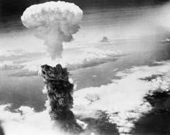 Bild von der Atombombe über Nagasaki vom 9. August. (Bild: Keystone)