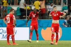 Enttäuschte Schweizer nach dem fünften Gegentor. (Bild: Keystone)
