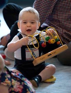 Der kleine Prinz ganz keck am 9. April 2014 beim Besuch in Neuseeland. (Bild: Keystone)
