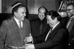 Otto Stich wärend seiner einwöchigen Reise nach Turkmenistan, Kirgisien, Usbekistan und Aserbeidschan. Aufgenommen in Usbekistan im April 1993. Die Schweiz vertritt die Interessen dieser Republiken beim Internationalen Waerungsfond (IWF) und bei der Weltbank. (Bild: Keystone)