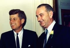 Senator John F. Kennedy und Lyndon B. Johnson, der spätere Vicepräsident und dann Nachfolger von Kennedy. (Bild: Keystone)