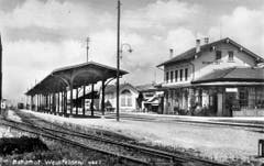Der Bahnhof von der Südseite. Gut sichtbar: Das Dach für das Mittelperron. Die südlichen Gleise benutzte die Mittelthurgaubahn. (Bild: Archiv Martin Sax)