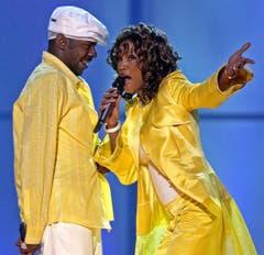 Auf der Bühne mimen Whitney Houston und Bobby Brown das perfekte Paar, wie hier 2003 in Las Vegas. 2007 lässt sich Houston von Brown scheiden. (Bild: Keystone)