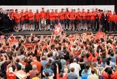 Die Schweizer Nati wird im Hallenstadion bejubelt. (Bild: Keystone)